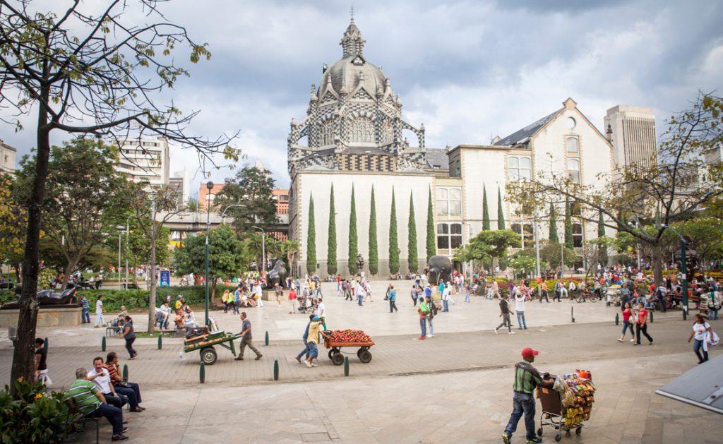 vendors in plaza botero