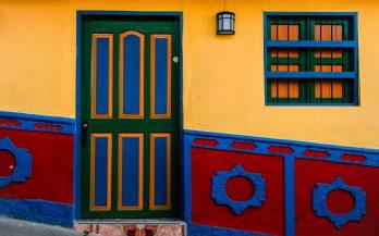 guatapé door color