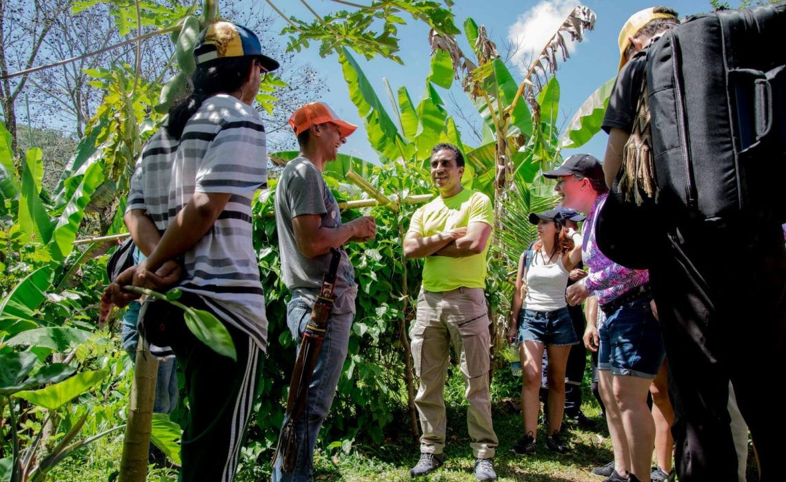 group people cocoa tour colombia