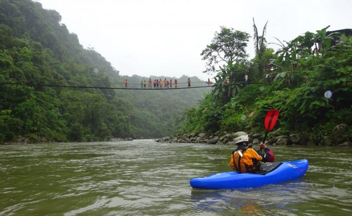 kayak river bridge colombia