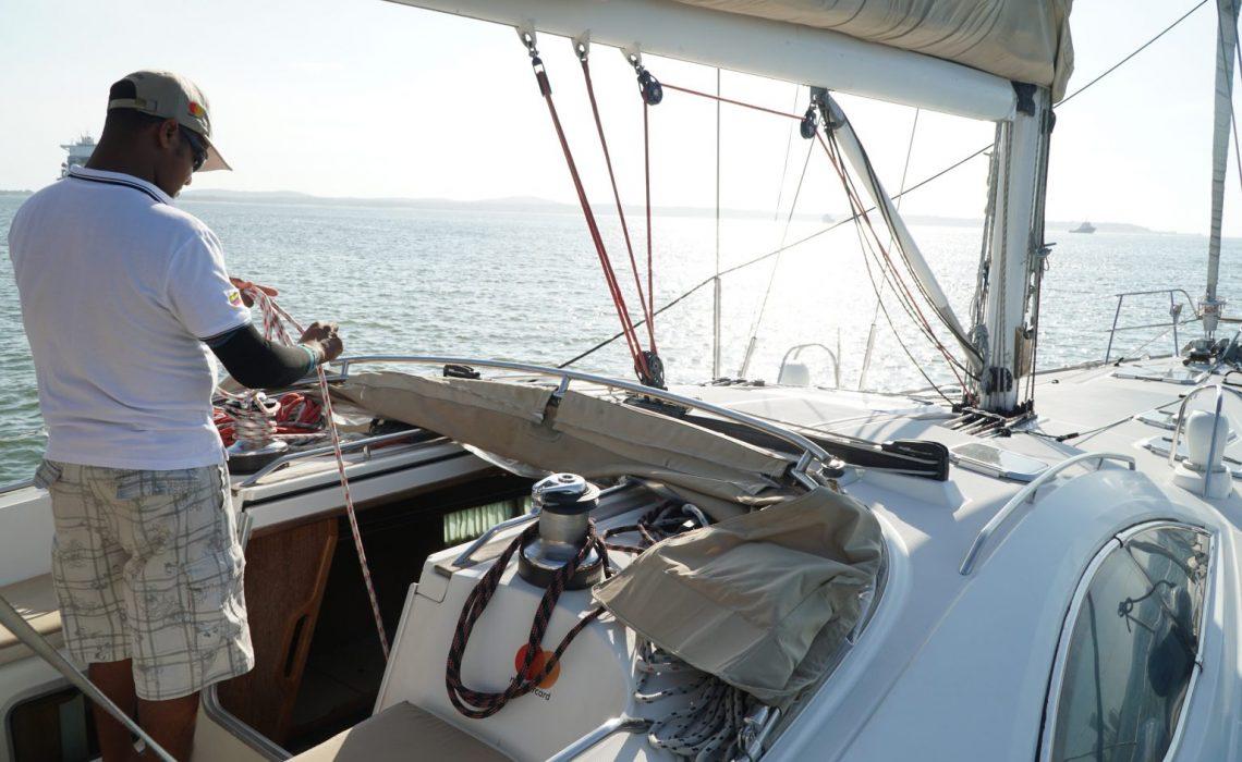 sailing boat cartagena caribbean sea