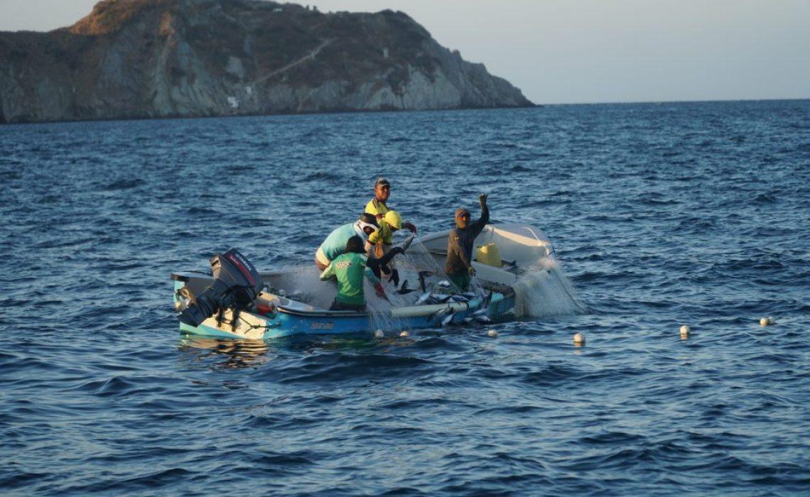 fishermen colombia cartagena