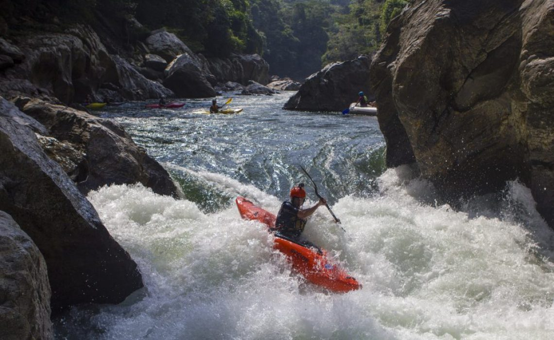 kayak river colombia
