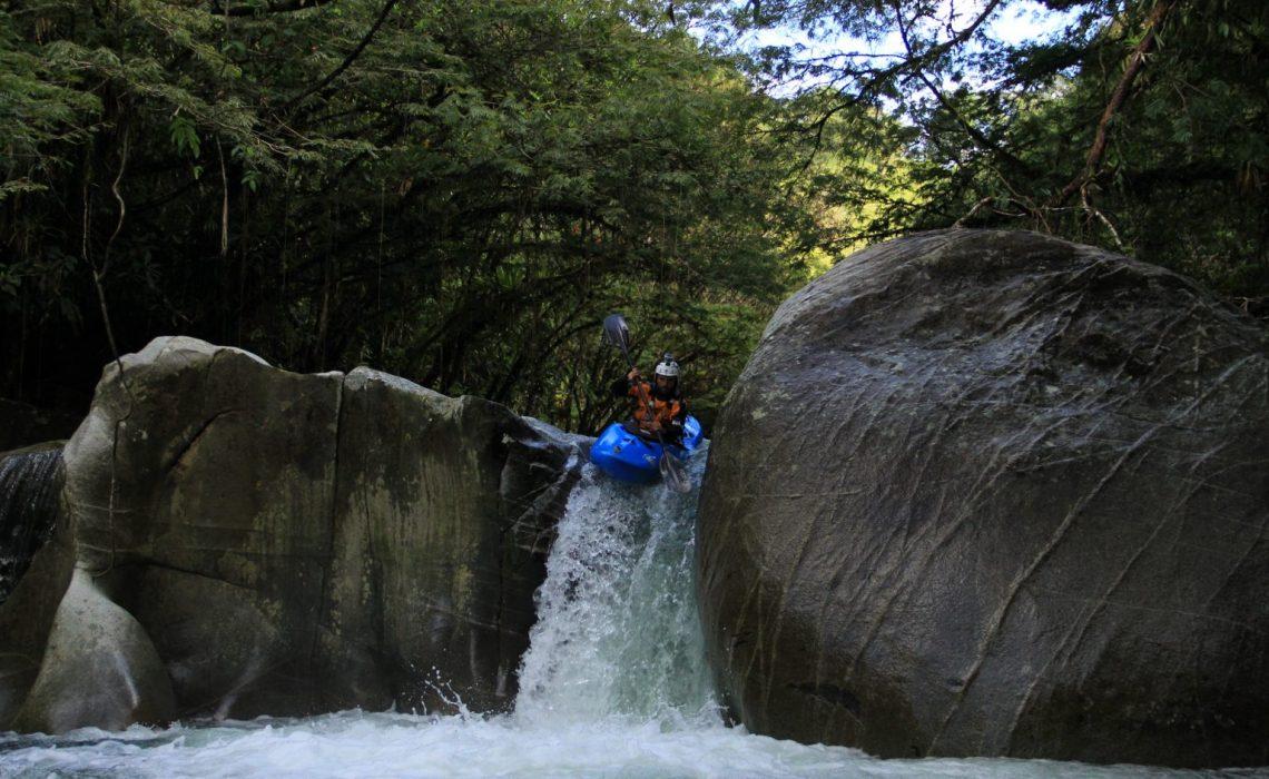 kayak waterfall colombia