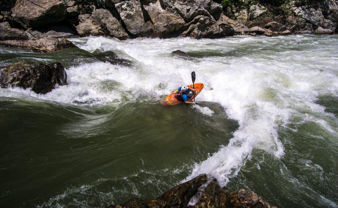 kayak rapids colombia river