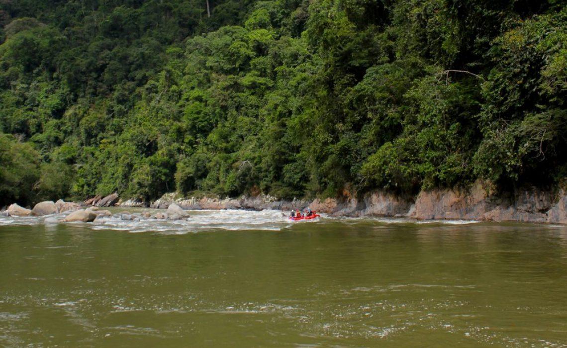 raft in steep jungle