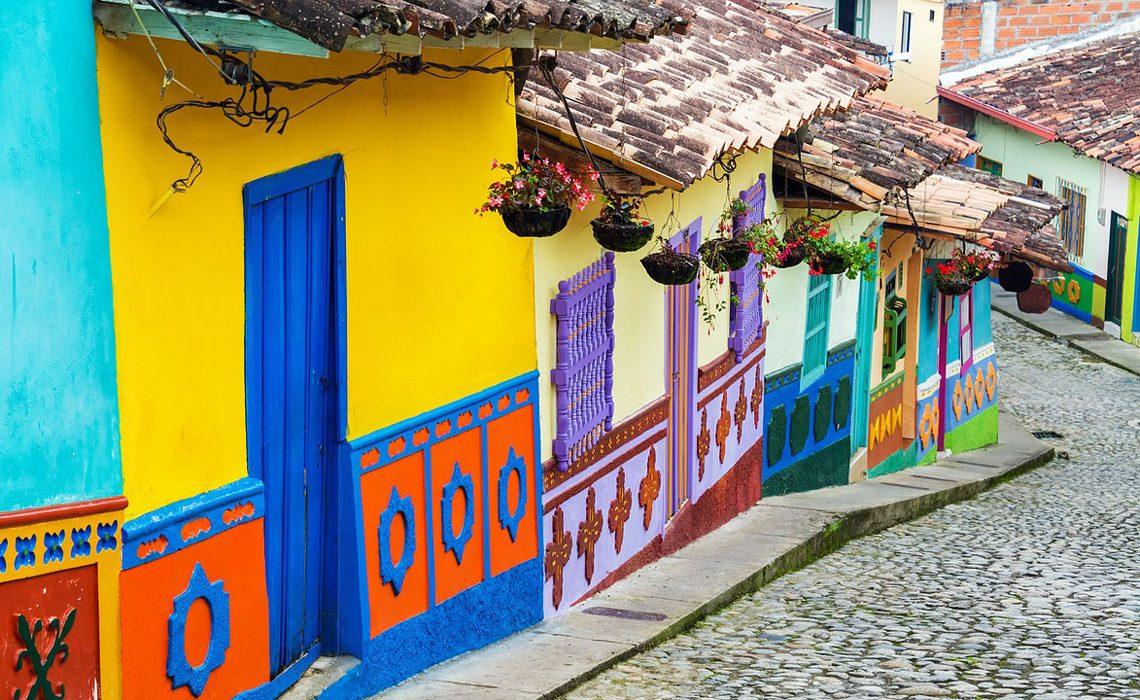 guatapé street antioquia